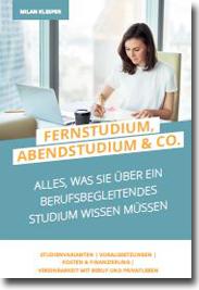 Cover E-Book: Frau sitzt am Schreibtisch und lernt